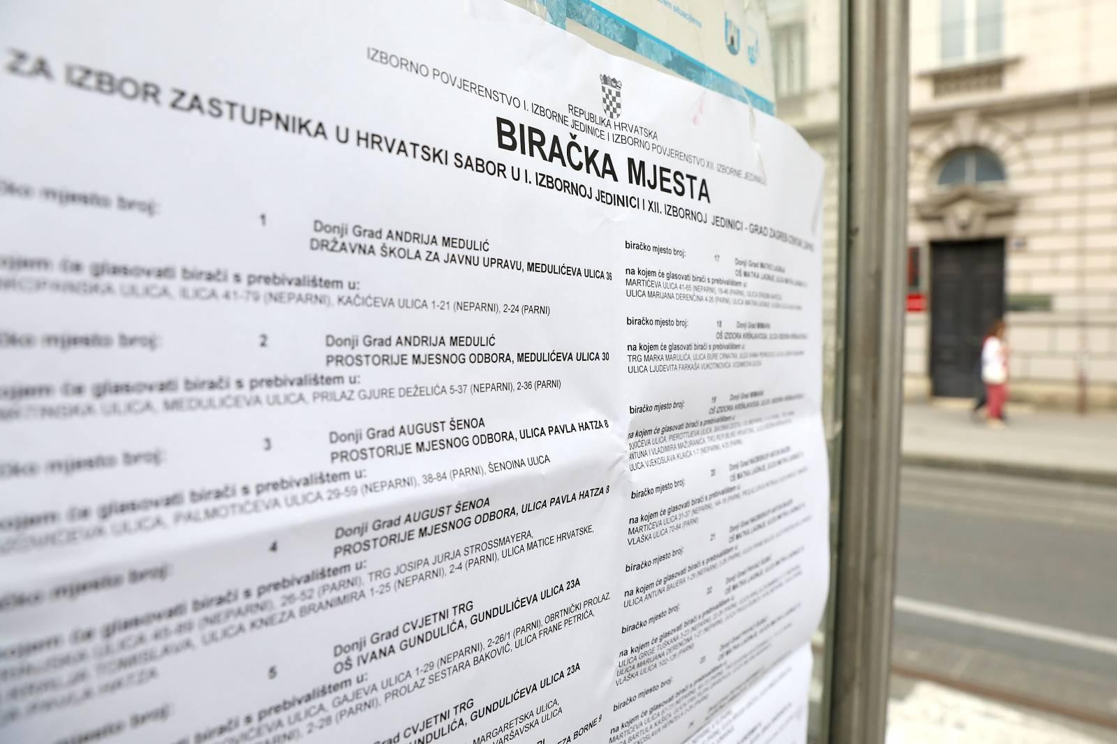 U Zagrebu su izvješeni plakati s rasporedom biračkih mjesta
