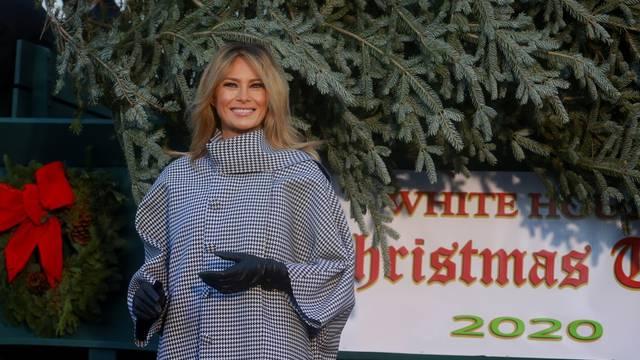 Postala hit: Melania opsovala božićnu dekoraciju u Bijeloj kući