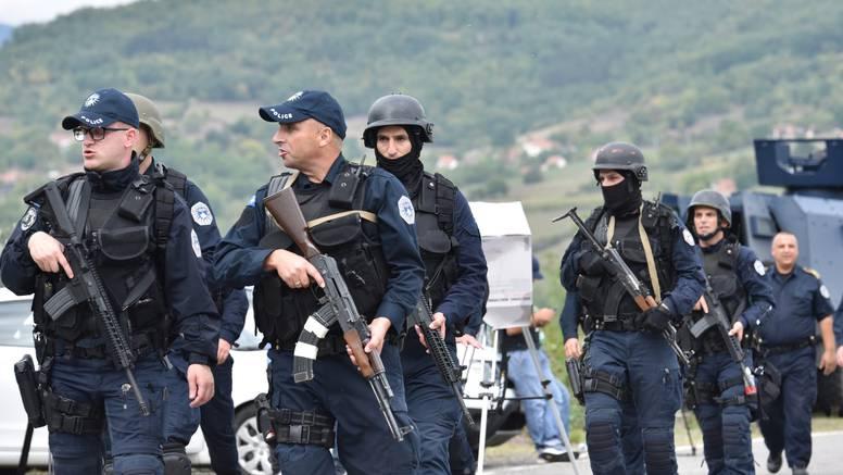 Policija je i dalje na sjeveru Kosova, Srbi blokiraju promet