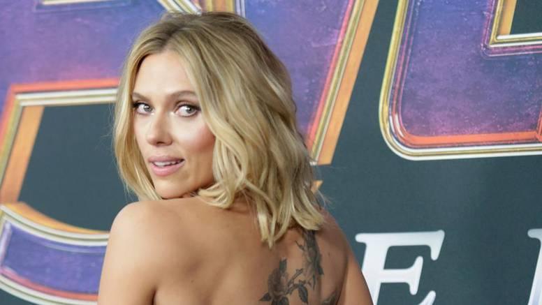 Baloner, koža i sakoi: Scarlett Johansson voli finu klasiku
