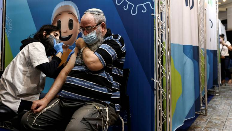 Izrael tvrdi da treća doza usporava širenje zaraze i bolju zaštitu od težih oblika bolesti