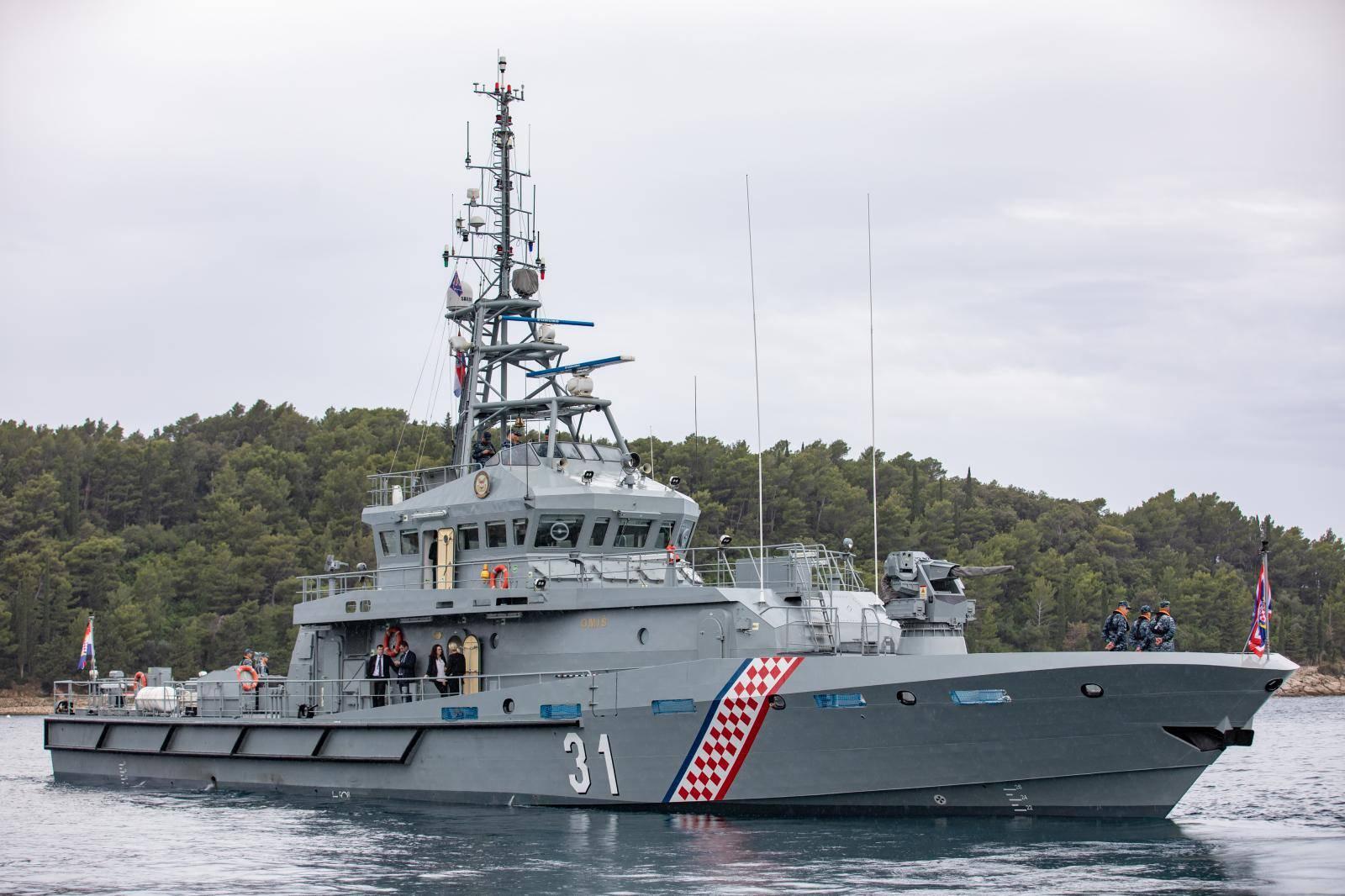 Cavtat: Predsjednik Zoran Milanović brodom ratne mornarice otišao u posjet Crnoj Gori
