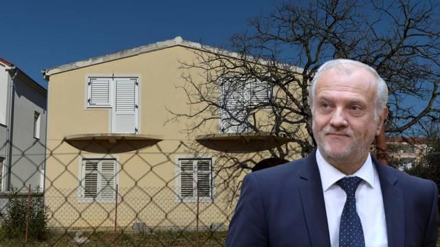 Ministar Bošnjaković zatajio je 300 m2 dvorišta u Biogradu!