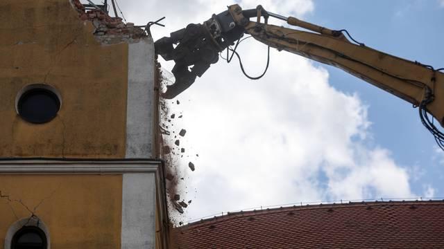 Jedan bager kroz tjedan dana srušit će crkvu u Kravarskom. 'Tužno je, bila je simbol mjesta'