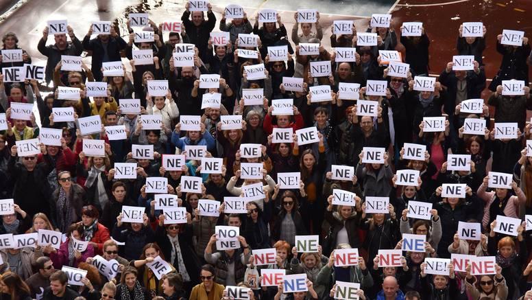 Nastavnici su 'Ne!' Plenkoviću poručili i milenijskom fotkom