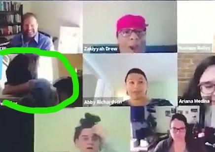 Usred poziva s kolegama sjela na wc školjku i obavljala nuždu