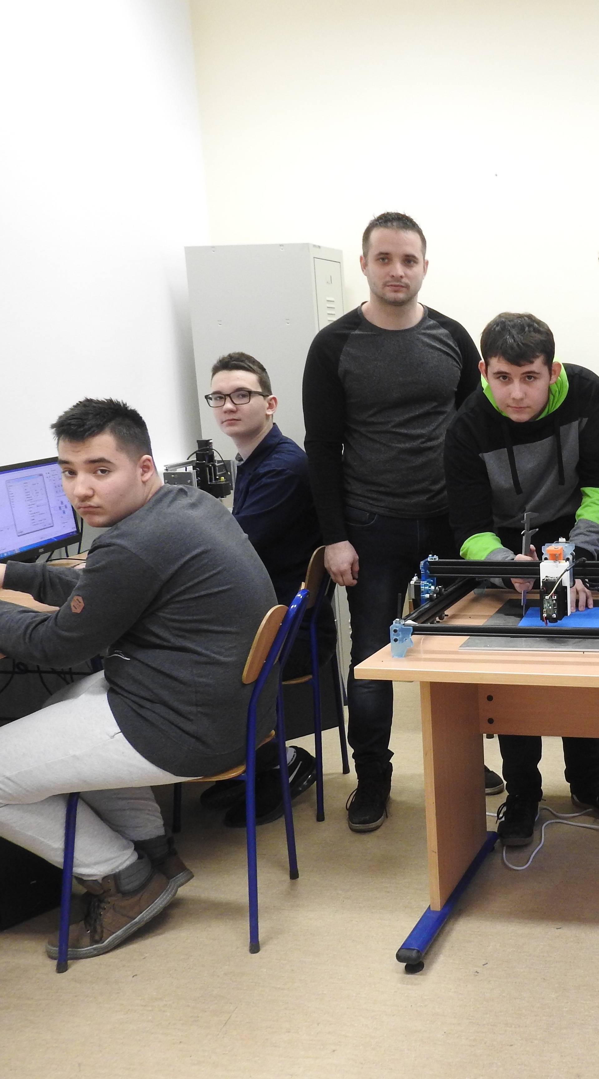 Učenici su sami napravili laser CNC laser koji košta 25.000 kn