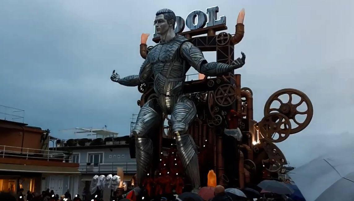 Talijani štuju 'mašinu' Ronalda: Napravili papirnati lik od 15 m