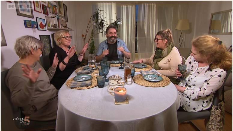 Dala desetku Jakovu pa zbunila komentarom: 'Ja bih s njim na večeru, ali grupni seks ne bih'