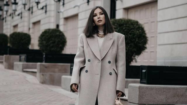 Stilska hibridna formula za sve toplije dane - kaput plus haljina