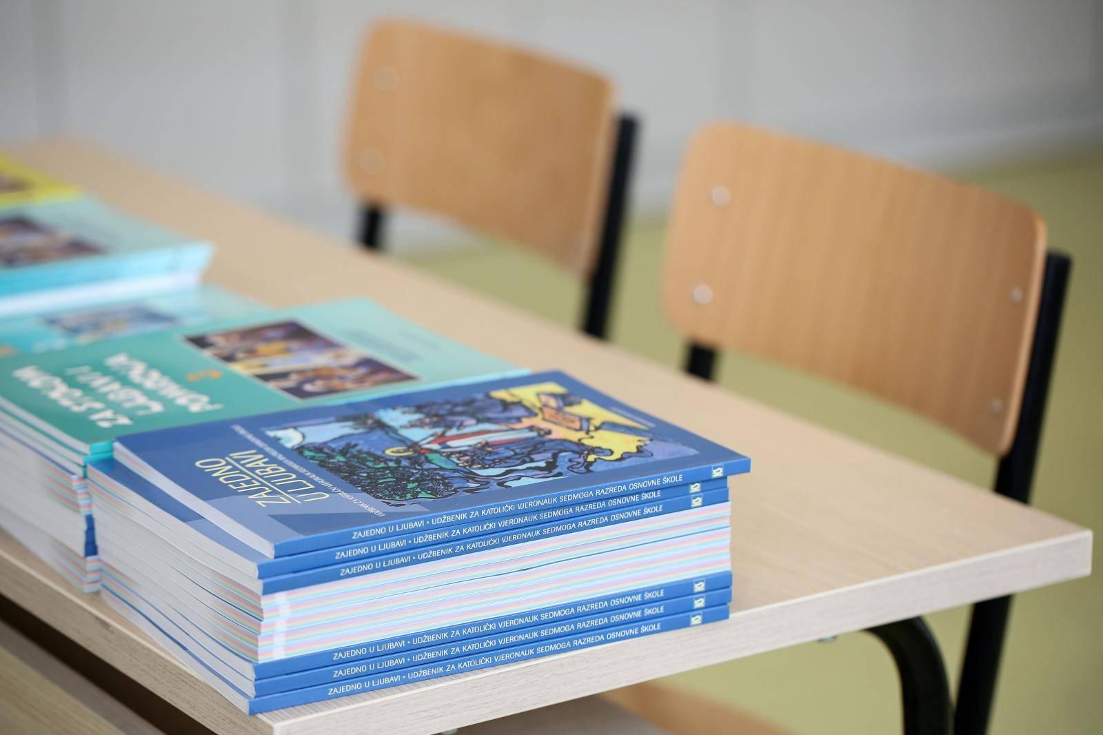 Zagreb: Isporuka udžbenika u osnovnu školu Hrvatski leskovac