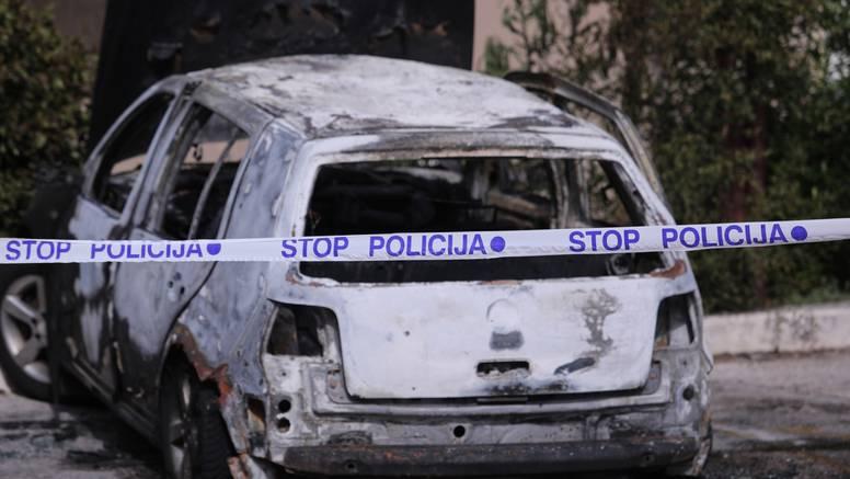 U Splitu eksplodirao pa u potpunosti izgorio automobil