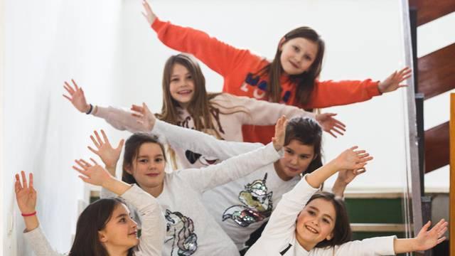 Jedan razred, tri para blizanki: Fora je kad ne znaju tko je tko