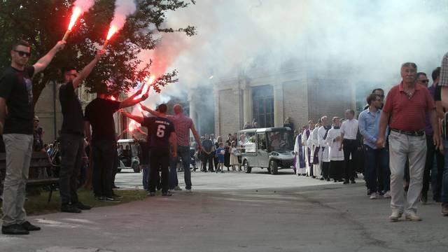 Bakljada na Mirogoju: Obitelj i prijatelji oprostili se od Capara