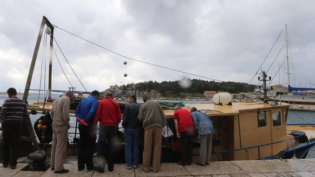 Lopovi mu s broda ukrali svu ulovljenu ribu: 'Pokrali su me dosad već 10 puta, sve kradu'