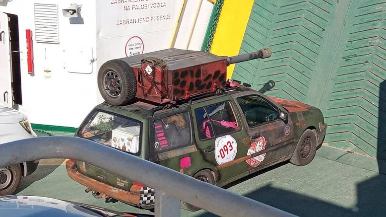 Što je sad ovo? Poručnik Gruber i njegov mali tenk na Jadroliniji