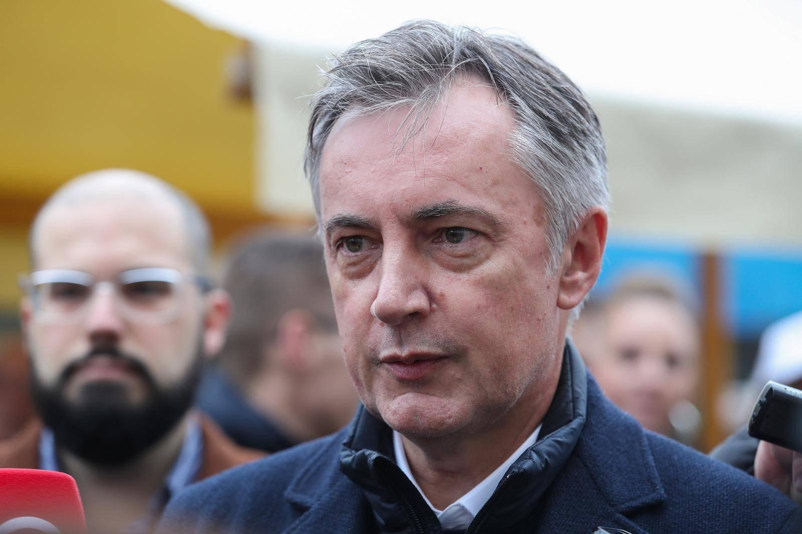 Zagreb: Prikupljanje potpisa za Miroslava Škoru, kandidata za predsjednika