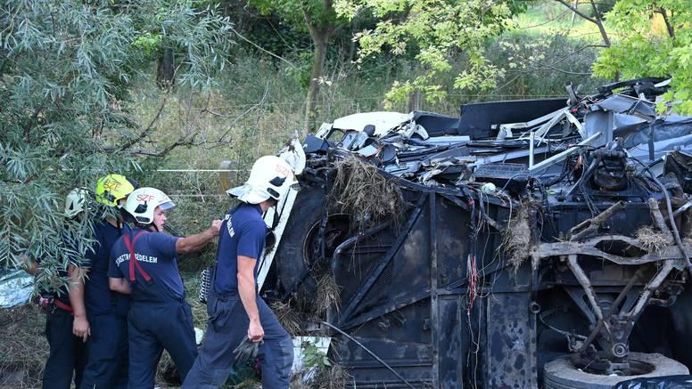 Detalji tragedije u Mađarskoj: Vraćali se s izleta u Hrvatskoj, bus se zabio u stup vijadukta