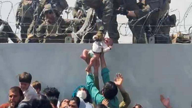 Očajna majka iz Kabula: 'Moju curicu su pregazili. Vidjela sam je kako leži. Nisam ništa mogla'