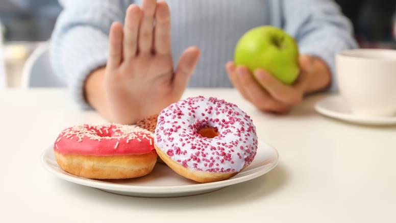 Zašto vas organizam stalno traži šećer i kako to zaustaviti?