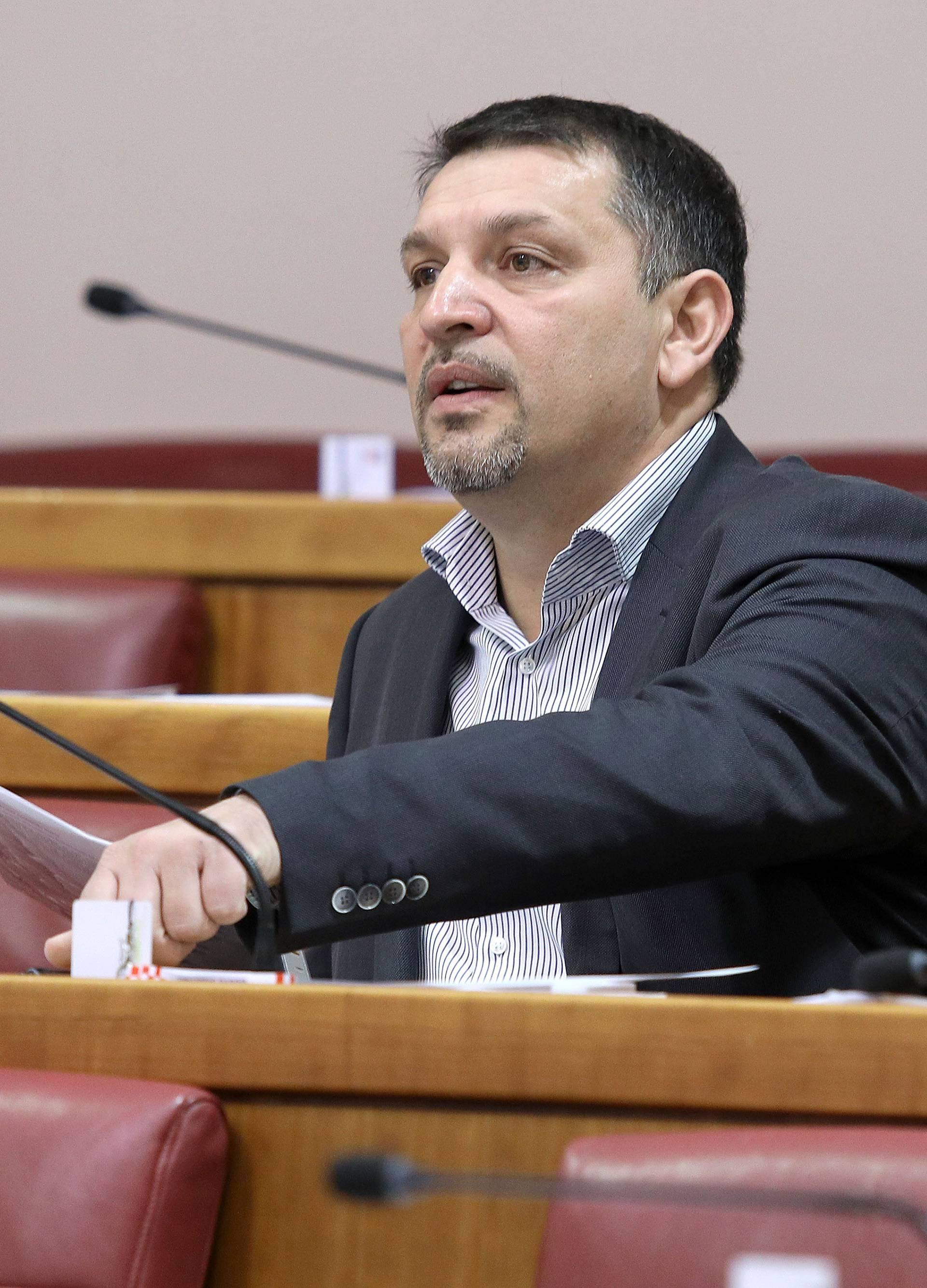 Lacković se predomislio: 'Ipak neću glasati za opoziv Marića'