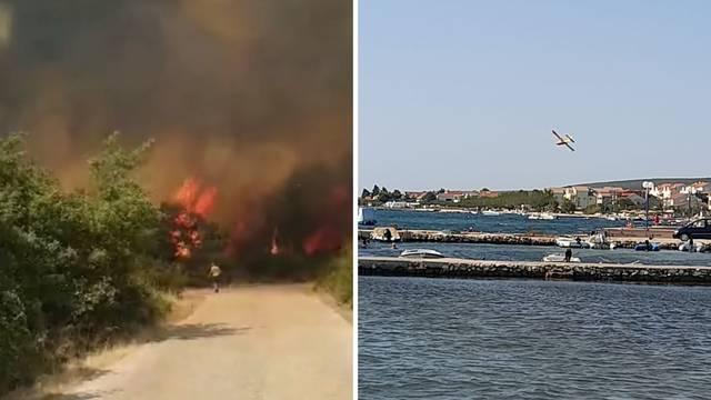 Izbio veliki požar kod Biograda, gasili ga i kanaderi: 'Vatra se brzo širila, kuće su obranjene'