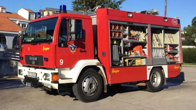 Požar u Puli, dvoje ozlijeđenih