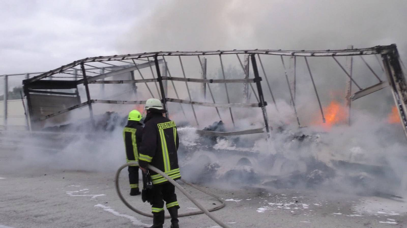 Truck trailer with cocoa burns out on A14