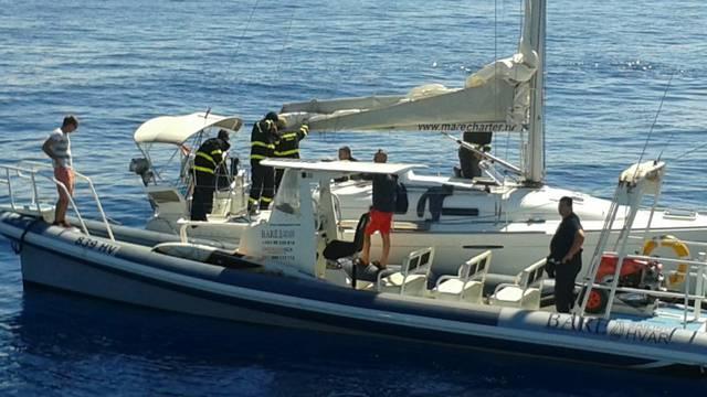 Planula jedrilica kod Paklinskih otoka, spasili su sedmero  ljudi