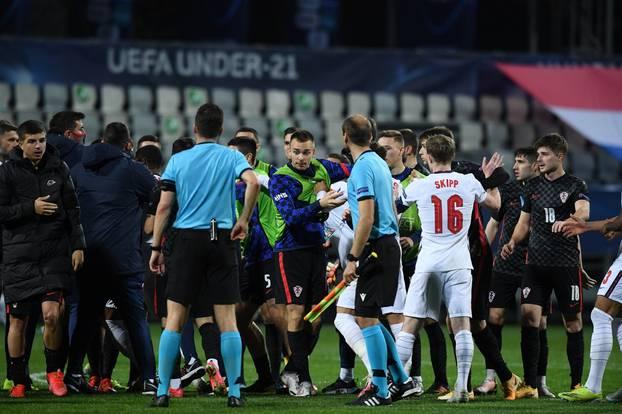 Šokirani Englezi pokušali se sukobiti s hrvatskim igračima tijekom slavlja
