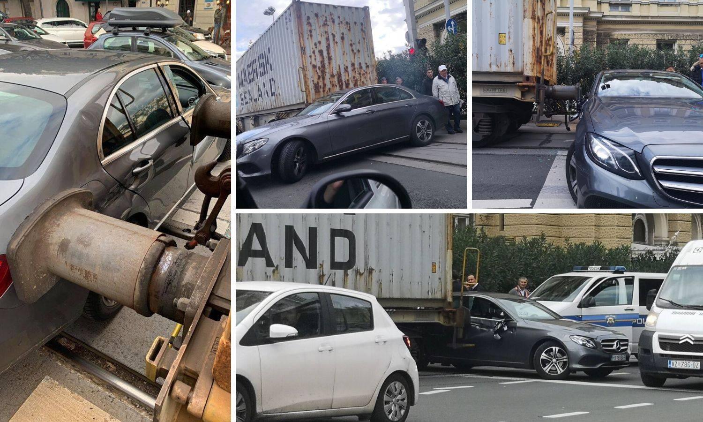 Vlak gurao Mercedes u centru Rijeke: 'Pa krenuo je unatrag!'