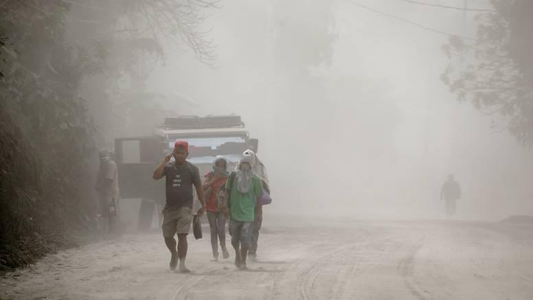 Prve žrtve vulkana Taal: Dvoje ljudi umrlo, 82.000 evakuirano