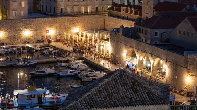 Dubrovnik: Pogled na gradsku jezgru s Revelina