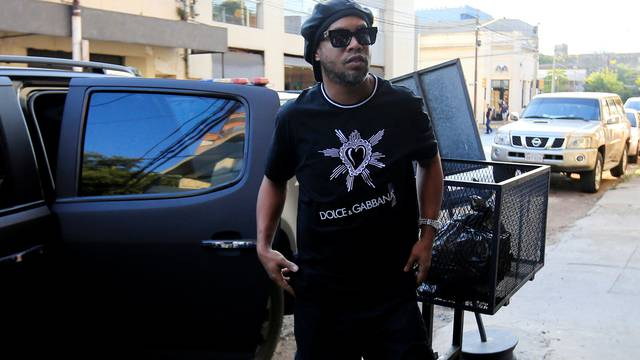 Paraguay police question Ronaldinho over alleged 'adulterated' passport
