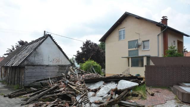 Vjetar srušio trošnu kućicu u kojoj se rodio Đuro Đaković