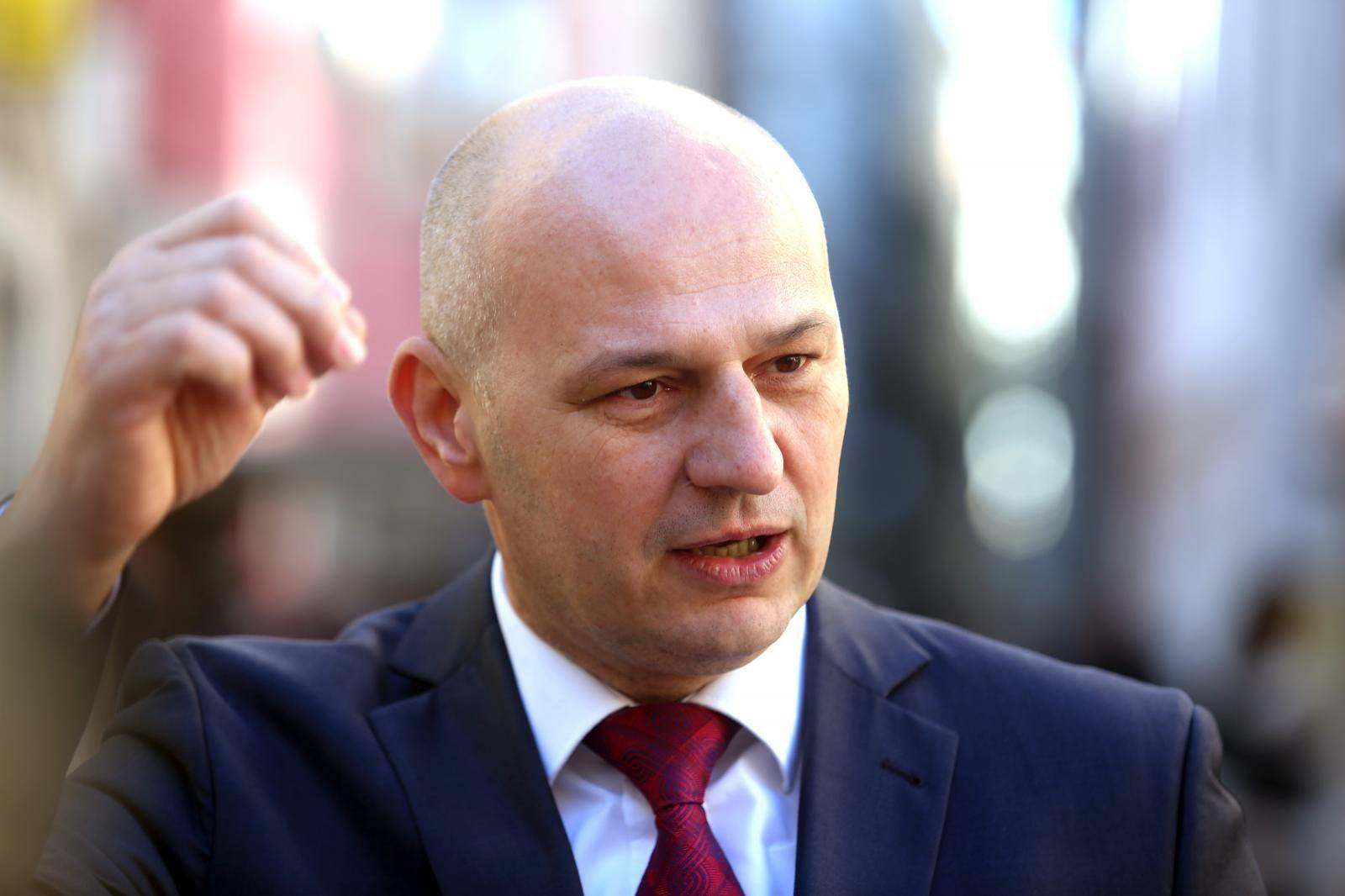 Šibenik: Mislav Kolakušić družio se s građanima i pozivao ih na učlanjenje