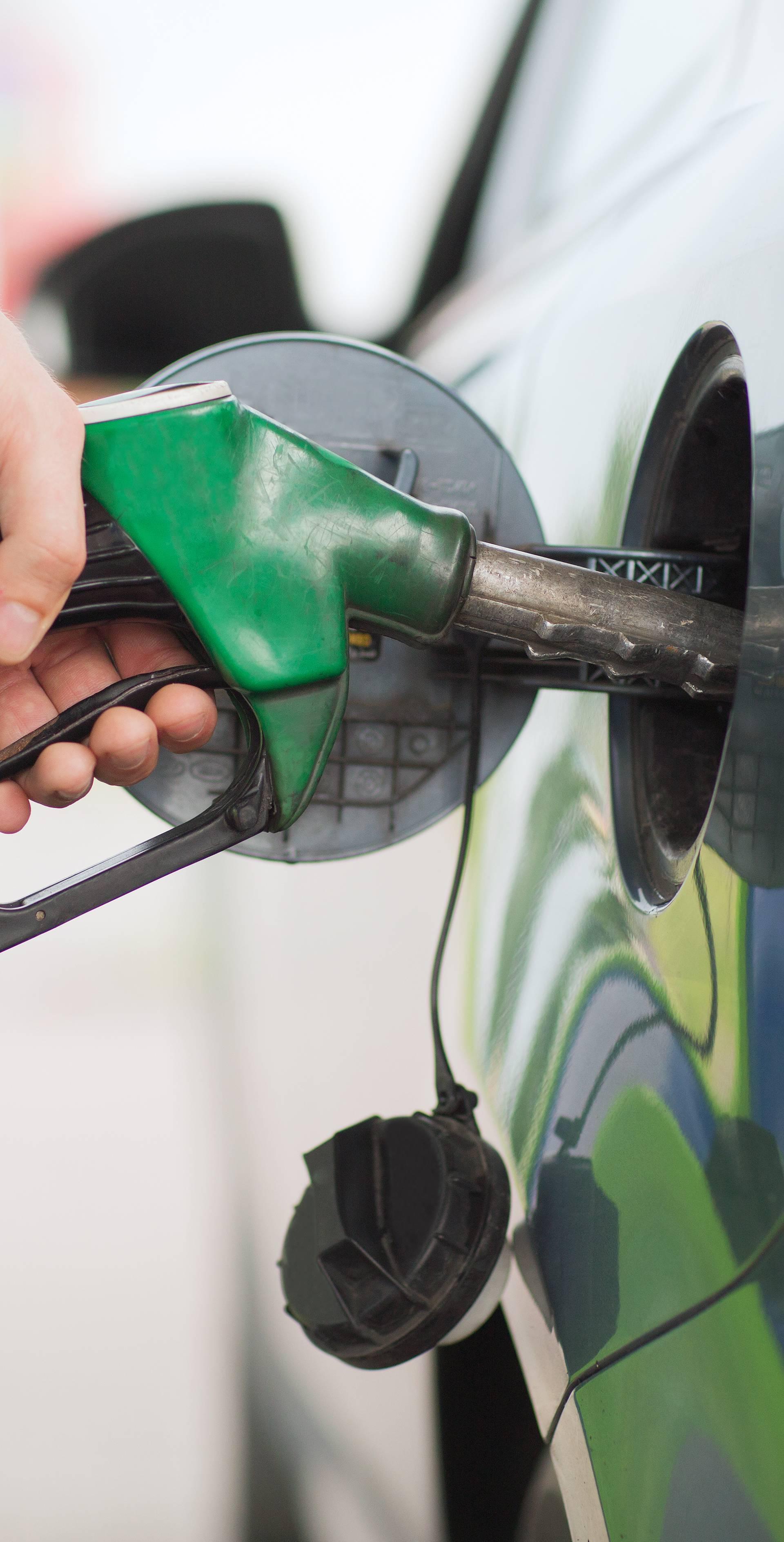 Pada cijena goriva: Spremnik benzina jeftiniji za 17,5 kuna?