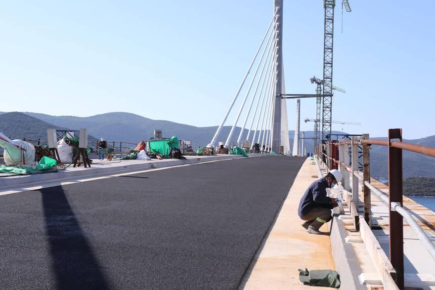 Krenulo asfaltiranje Pelješkog mosta