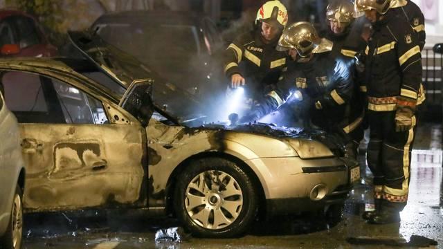 Planuo automobil na zapadnom dijelu grada, čule se eksplozije