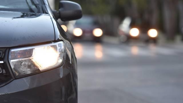 Od danas vozači moraju imati upaljena svjetla na automobilima
