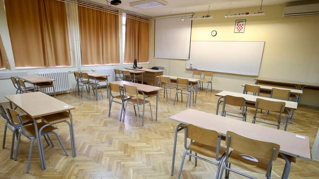 Sve je spremna za polaganje državne mature u Ekonomskoj i upravnoj školi Split