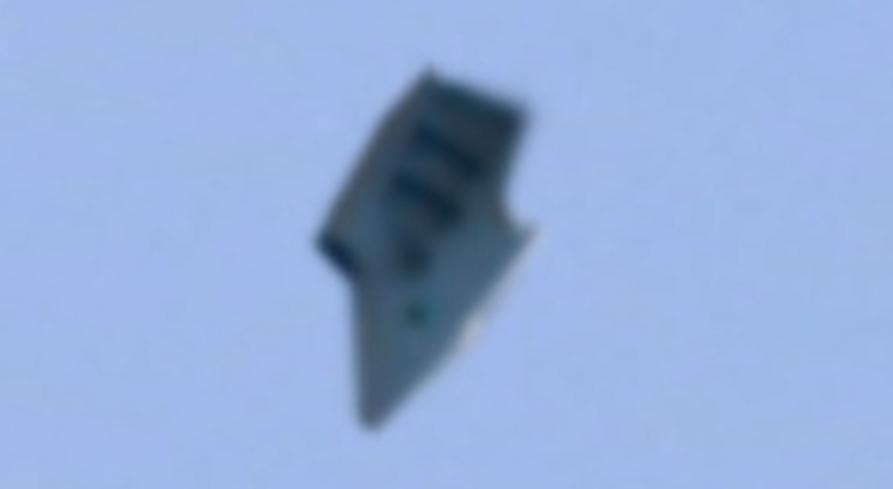 Jesu li na nebu iznad tajnovite zračne baze snimili - NLO?!