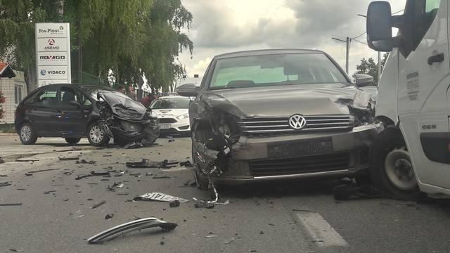 Prometna nesreća u Vrbovcu: Sudarili se dva auta i kombi