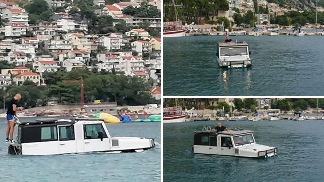 Vozi miško! Turisti se po moru u Omišu provozali džipom