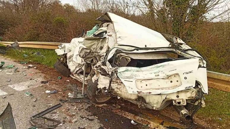Detalji užasa kod Žminja: Zbog prevelike brzine podletjeli pod kamion, vozač teško ozlijeđen