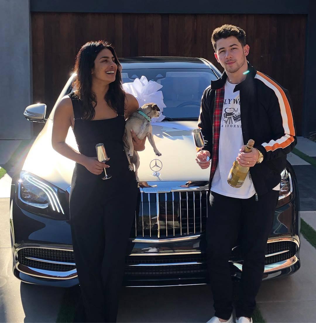 Nick Jonas Priyanki poklonio auto: Iskeširao 1,5 milijuna kn