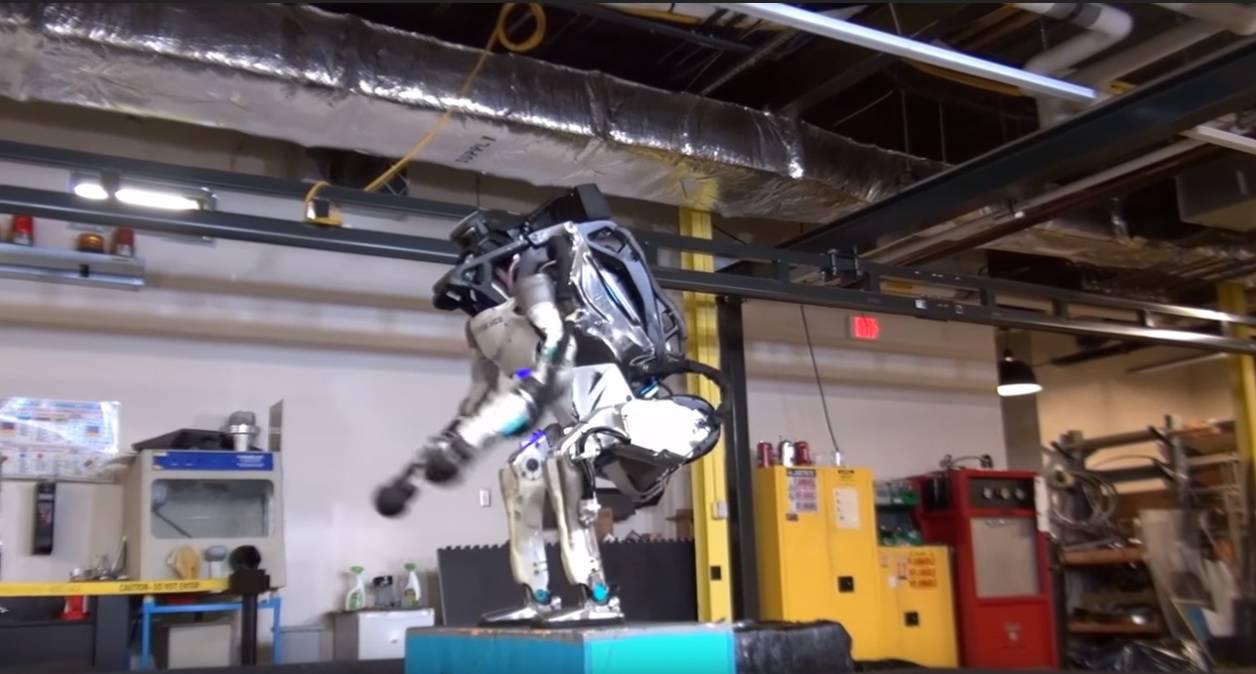 Tako sve počinje: Robot naučio napraviti salto za čistu peticu