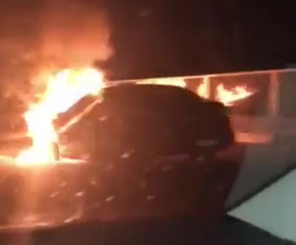 Auto je planuo u vožnji, putnici istrčali van: Nitko nije ozlijeđen