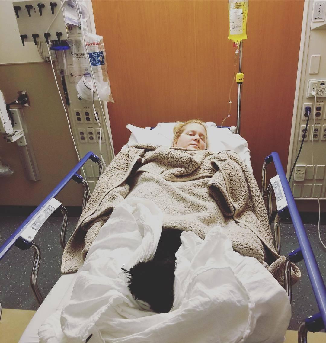 Otkazala turneju: Trudna Amy Schumer završila u bolnici