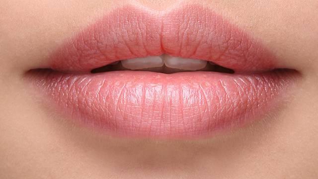 Super trik za ispucale usne - mogu se oporaviti tijekom noći